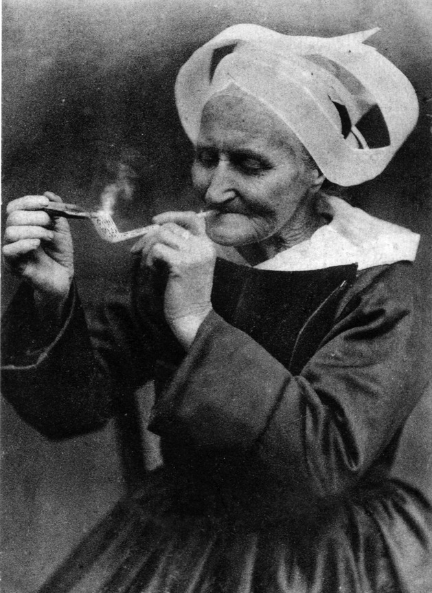 old-woman-smoking.jpg
