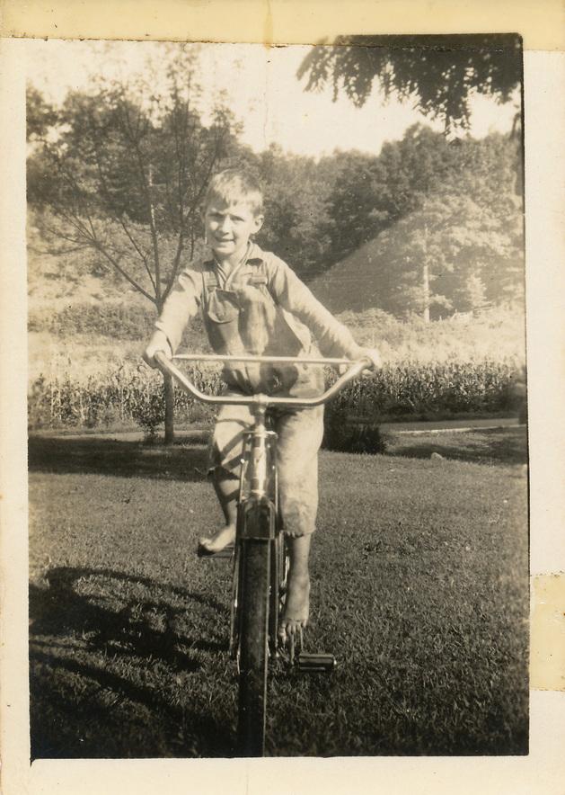 jerry-hall-on-bike.jpg